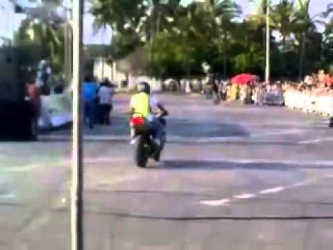 Sorprendentes Acrobacias De Motos Deportivas | Motos Lujosas