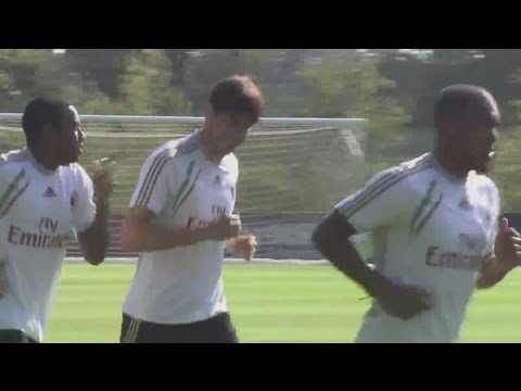Kaka trains with new AC Milan team mates