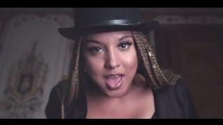Xewin feat. Yarah Bravo - Strike a Pose