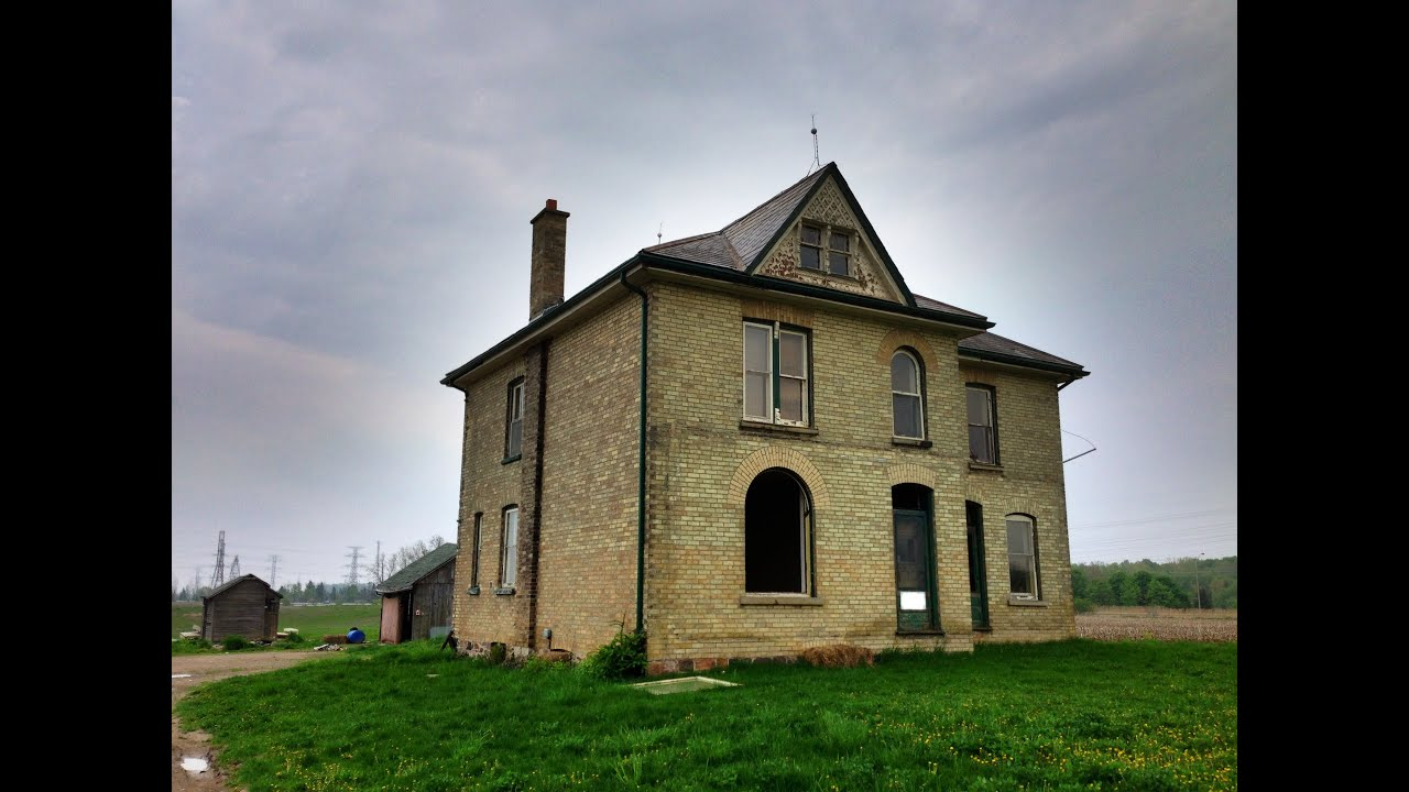 Urban Exploration Lone Abandoned Farmhouse