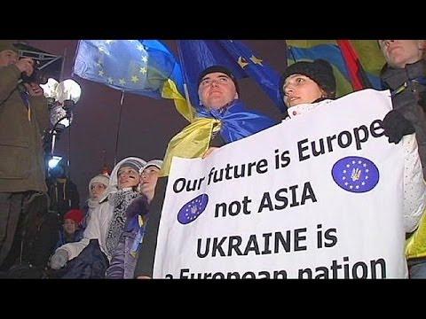 Kyiv protesters urge Ukraine to sign EU deal