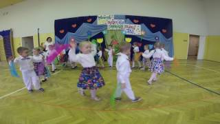 Przedszkolaki tańczą i śpiewają dla swoich Rodziców