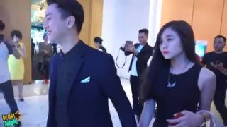 [8VBIZ] - Hoài Lâm nắm chặt tay bạn gái dự đám cưới Mai Quốc Việt
