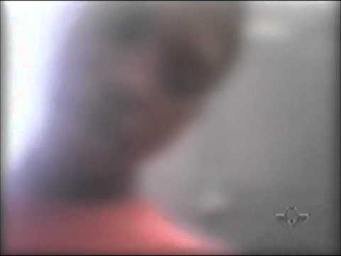 Adolescente enfrenta polícia e brinca com as leis