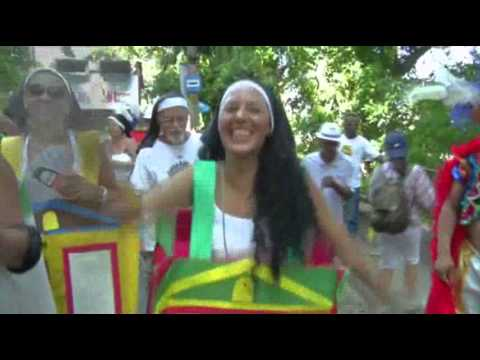 Raw: Carnival Lights Up Streets of Rio