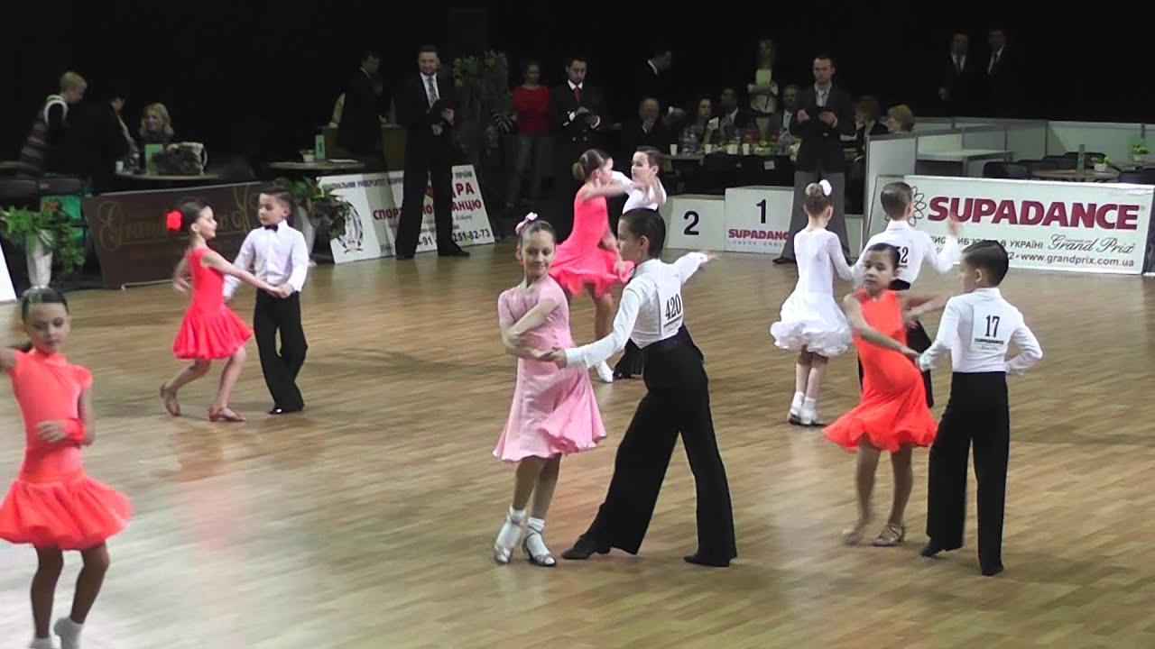 Фото платьев по бальным танцам ювеналы 2011 года 5