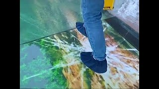 New glass skywalk opens in China