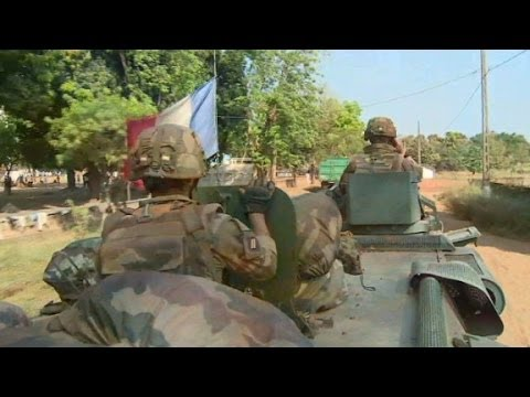 French troops flex military muscle