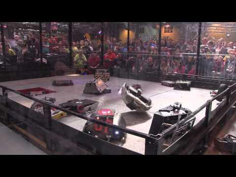 Robot Wars Gladiator fight - 18 robot free-for-all   Robochallenge 2015