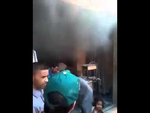 بالفيديو: حريق يشب بأحدى محلات شارع القيروان بالعيون