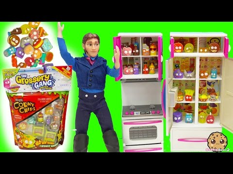 Grossery Gang 10 Pack Corny Chips with Surprise Blind Bags In Prince Hans Refrigerator