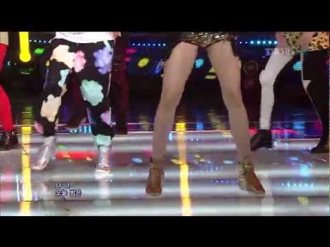 Thành viên HwaYoung - T-ara lộ ngực trên sân khấu