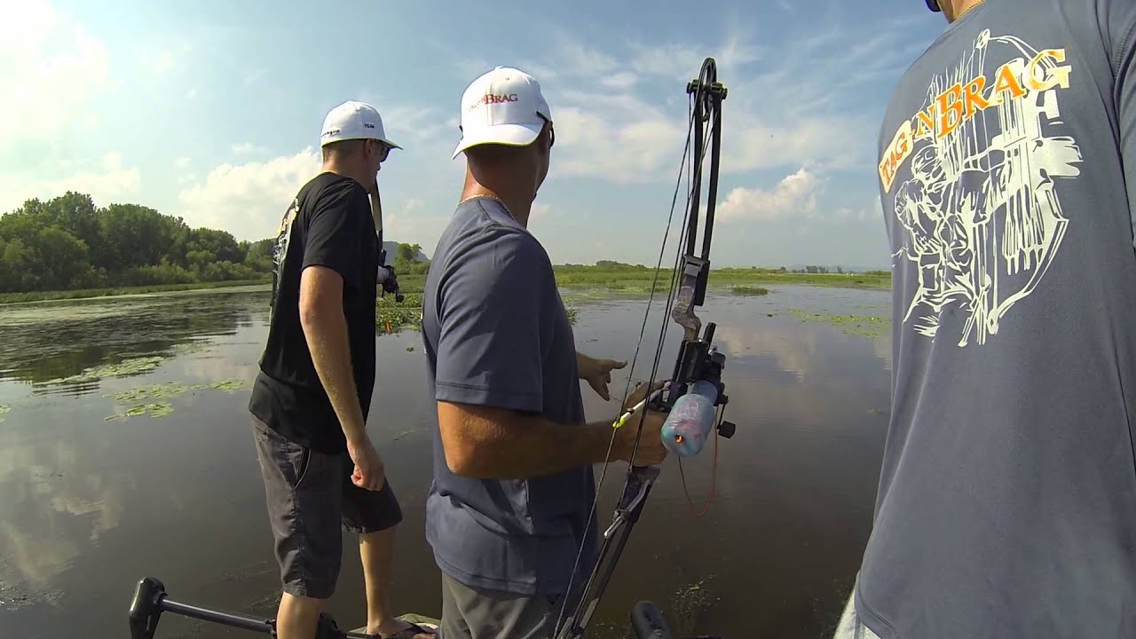 Bow fishing the mississippi river youtube for Mississippi out of state fishing license