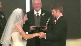 Aquele leve ataque de risos no meio do casamento