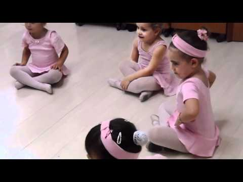 Aula de Balé com a professora Amanda Leal na Creche Criativa - 01