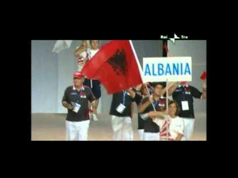 Mondiali di Nuoto Le bandiere sono state realizzate dalla storica azienda Serpone di via Marina