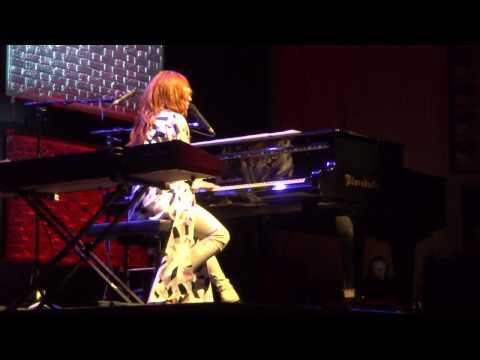 Tori Amos - Rise Like A Phoenix (Conchita Wurst cover!!!) - Linz 2014 FULL HD
