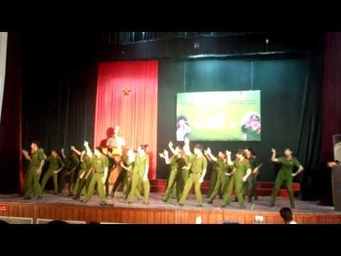 Liên khúc dân vũ do CLB Dân Vũ Học Viện Cảnh Sát Nhân Dân thể hiện
