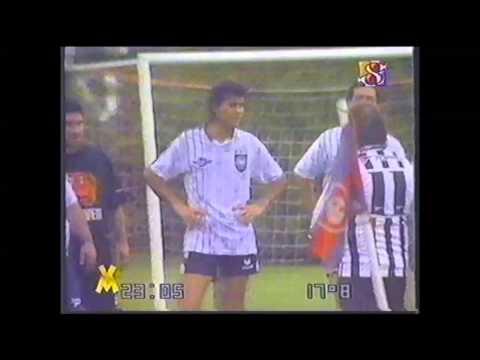 Tinelli. Cámara Complice (cámara oculta) a Marcelo Tinelli en la cancha de Fútbol, año 1997.