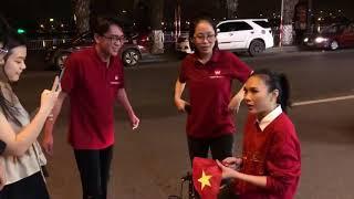 Mỹ Tâm đi  bão  bất ngờ gặp fan đang hát Karaoke bài của chị | Sưu Tầm