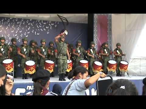 Banda de guerra interpretando el toque