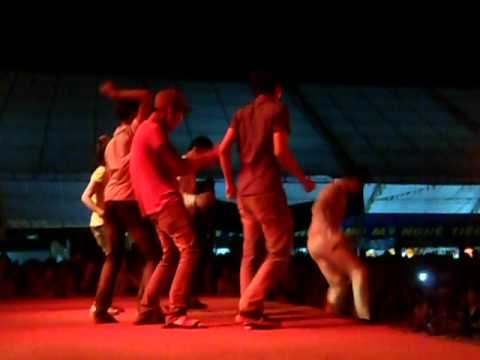Lam Chan Huy lam me hoac hang ngan khan gia Hue (13/4/2012) - part 5