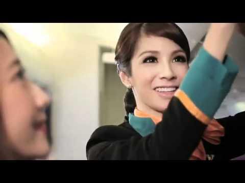 Người đẹp chuyển giới phục vụ trên máy bay Thái