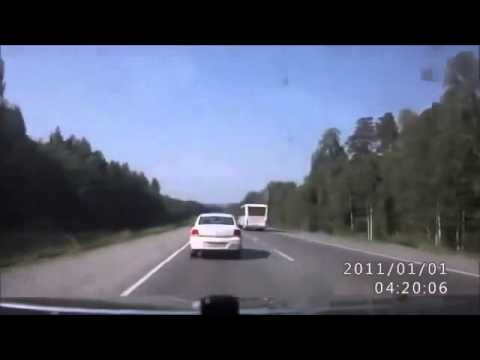 shocking road accident- Accidente vial por no tomar medidas de seguridad antes de rebasar.