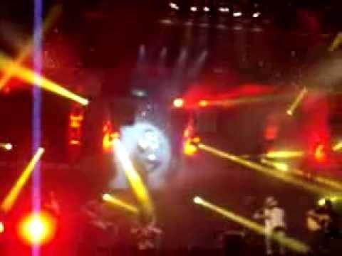 Luan Santana cantando 93 Million Miles,Vagalumes e parte de Te Esperando-Bauru-SP
