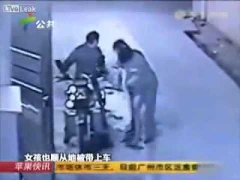Thiếu nữ say rượu bị 2 tên dâm tặc cưỡng hiếp