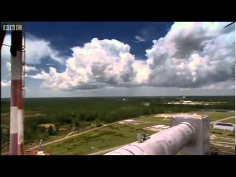 NASA BISA MEMBUAT AWAN DAN HUJAN !!! Bukan, ini bukan mesin penenun hujan yang judul lagu itu. Ini adalah mesin penenun hujan beneran milik NASA. Mesin ini membuat awan yang disemburkan ke udara. http://ngonoo.com