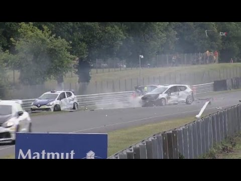 Big Crashes @ 2014 Clio Cup Val de Vienne