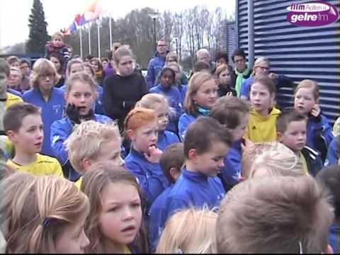 Onthulling mascotte Europese Kampioenschappen Atletiek bij AVA'70 in Aalten