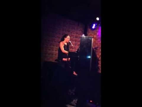 טליה אליאב, קטע מהשיר יפו, מתוך שירה בלילה, שירת ארוטיקה