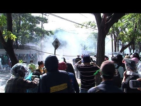 Thai police battle protesters trying to stop election