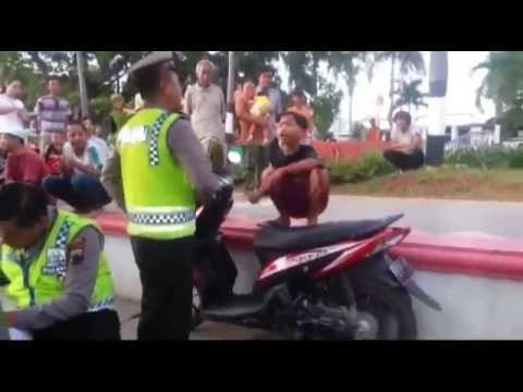 LUCU !!!, POLISI DEBAT DENGAN ANAK SMP, RUGI GAK NONTON