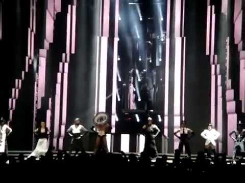 Vogue - Madonna - MDNA World Tour, Abu Dhabi