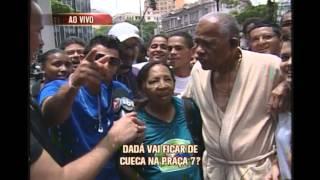 Dad� paga promessa de correr de cueca da Afonso Pena - 3/4