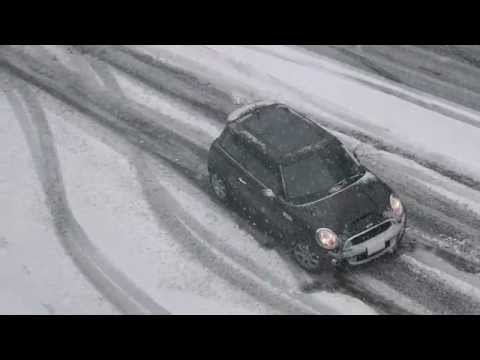Seattle Drivers in Two Inches of Snow