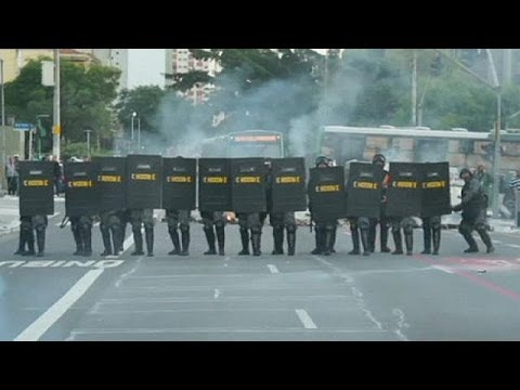 Brazil: Striking transport workers clash with police ahead of World Cup