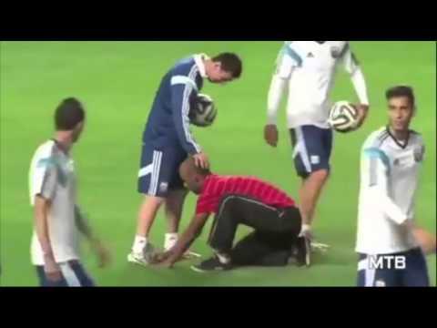 Messi cư xử thế nào khi những fan cuồng đột nhập vào sân
