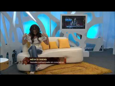 Se le Cae La Blusa A Presentadora De TV En Pleno programa De TV En Vivo