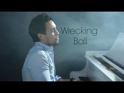 Miley Cyrus - Wrecking Ball (Official Music Video 2013)