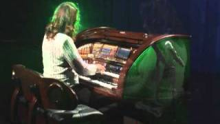 Lori Graves playing Pirates Of The Caribbean on the Lowrey Organ