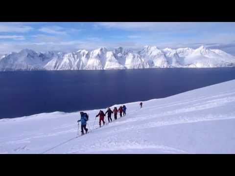 Descenso con esquís del kjelvågtinden, Alpes Escandinavos
