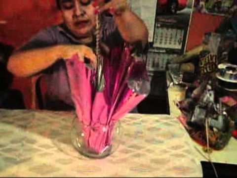 Arreglo de mesa lleno de dulces, color y sabor