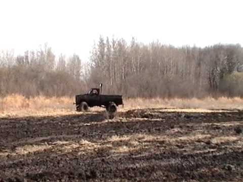 BIG BLOCK CHEVY 4X4 TRUCK IN THE MUD FIRST TIME