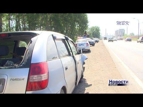 Две машины столкнулись в лоб на бердской трассе