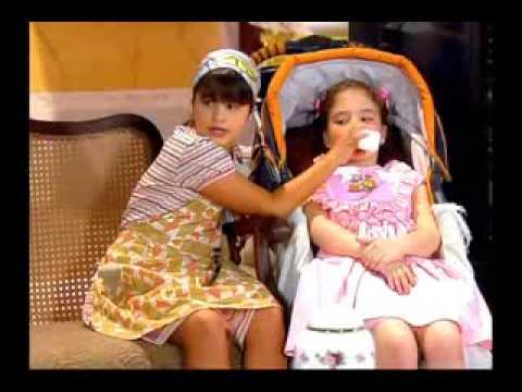 Chiquititas 2013/2014 - Crianças brincam de familia no orfanato e Carmem flagra