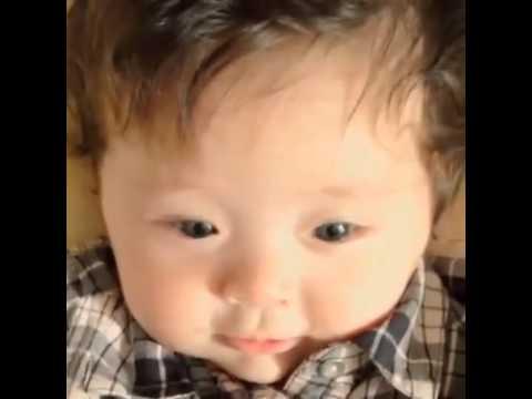 Funny baby video: Bé con cười